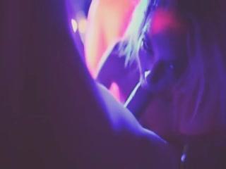 Секс видео молодых девушек, которые очень любят сосать члены парней в машине на природе