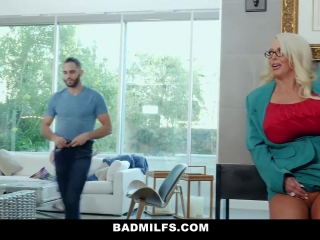Порно кастинг с участием блондинки и брюнетистой девушки в возрасте